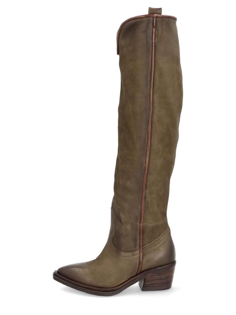 Cowgirl boots jungle