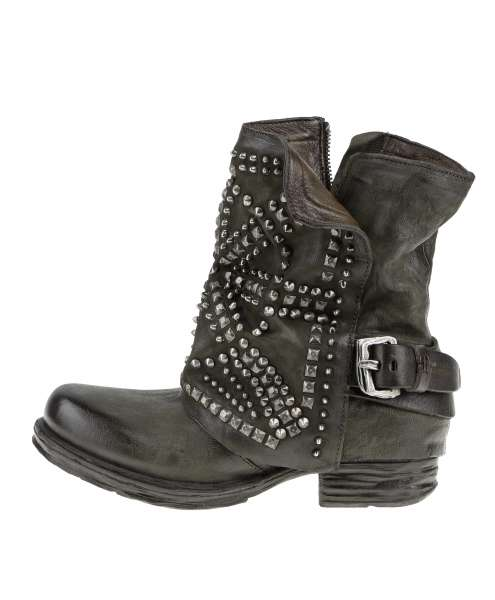 Studded boots jungle