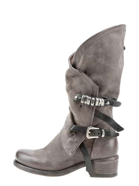 Asymmetric boots smoke