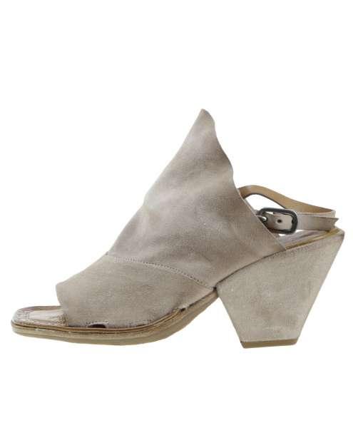 Sandals dust