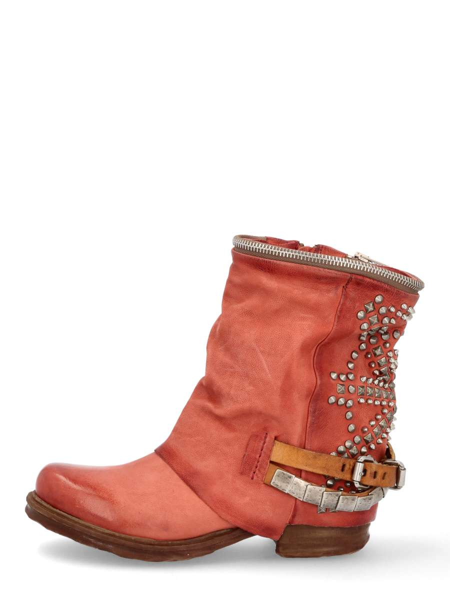 Studded boots ginger