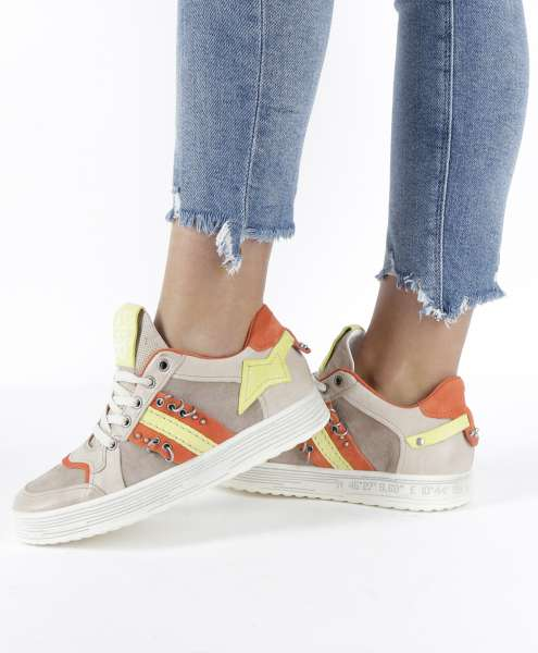 Sneaker dust