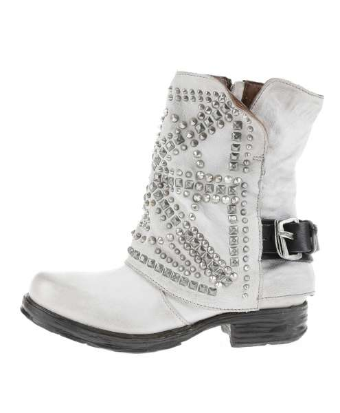 Studded boots artic