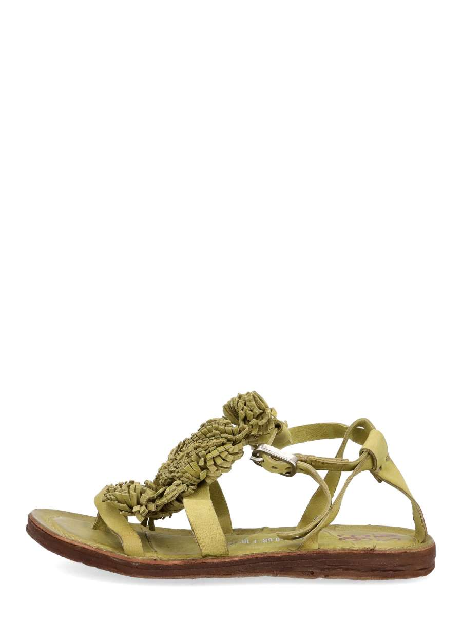 Strappy sandals detox
