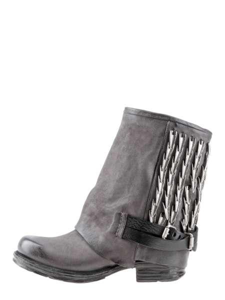 Cuffed boots smoke
