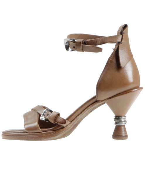 Strappy sandals tiger