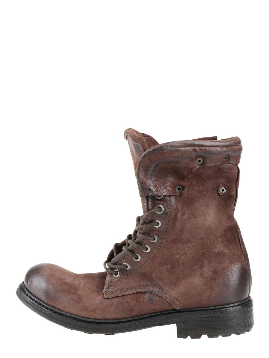 Laced boots brown