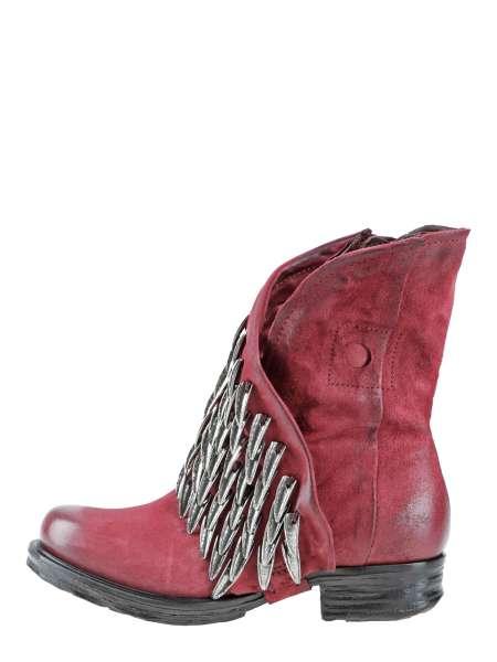 Boots cardinal