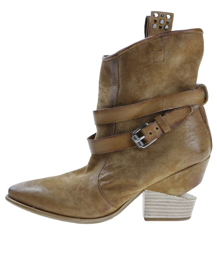 Summer boots tiger