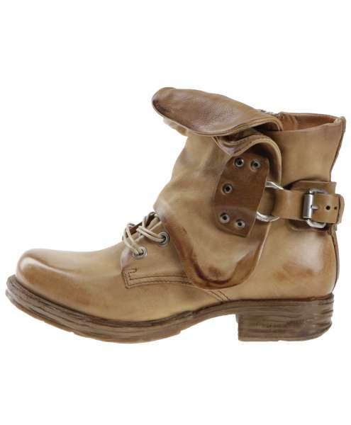 Cuffed boots tiger