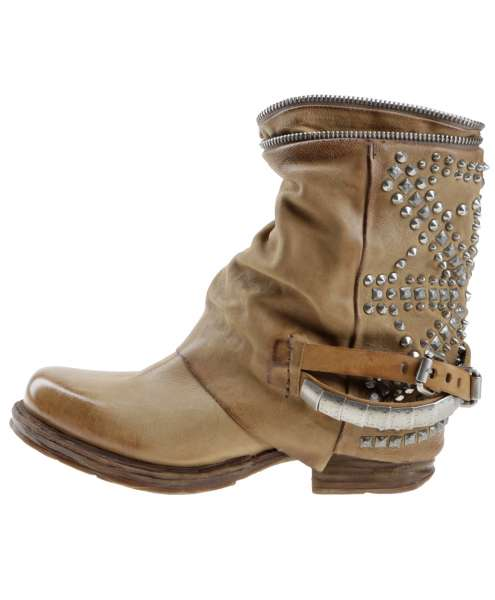 Studded boots tiger