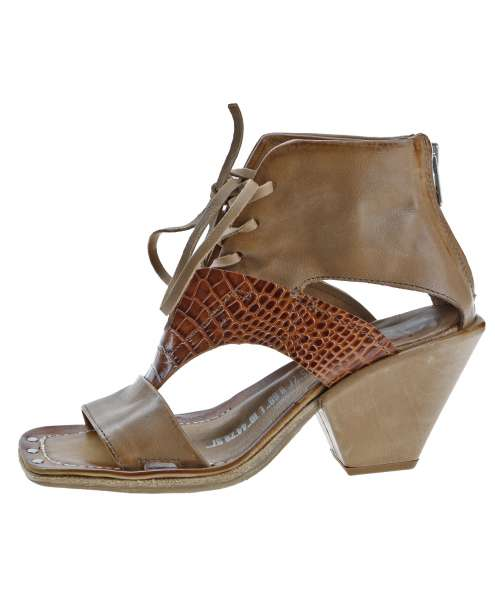 Laced sandals tiger