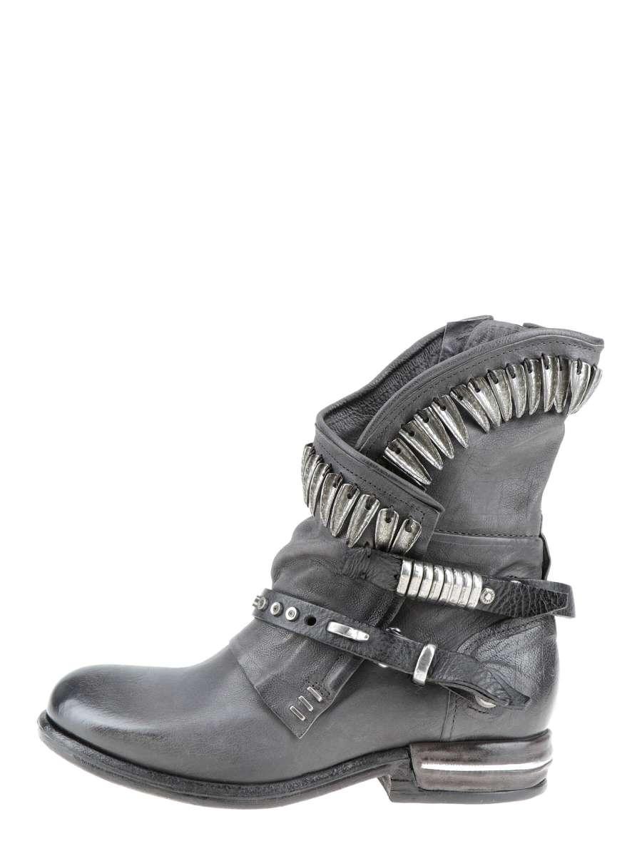 Asymmetric boots smoke