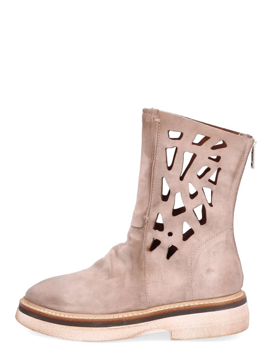 Ankle boots dust
