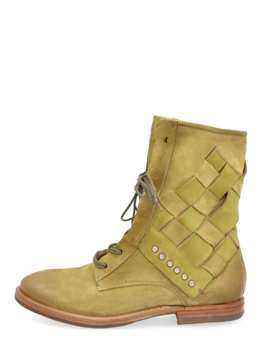 Laced boots detox