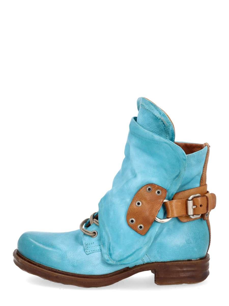 Cuffed boots marina