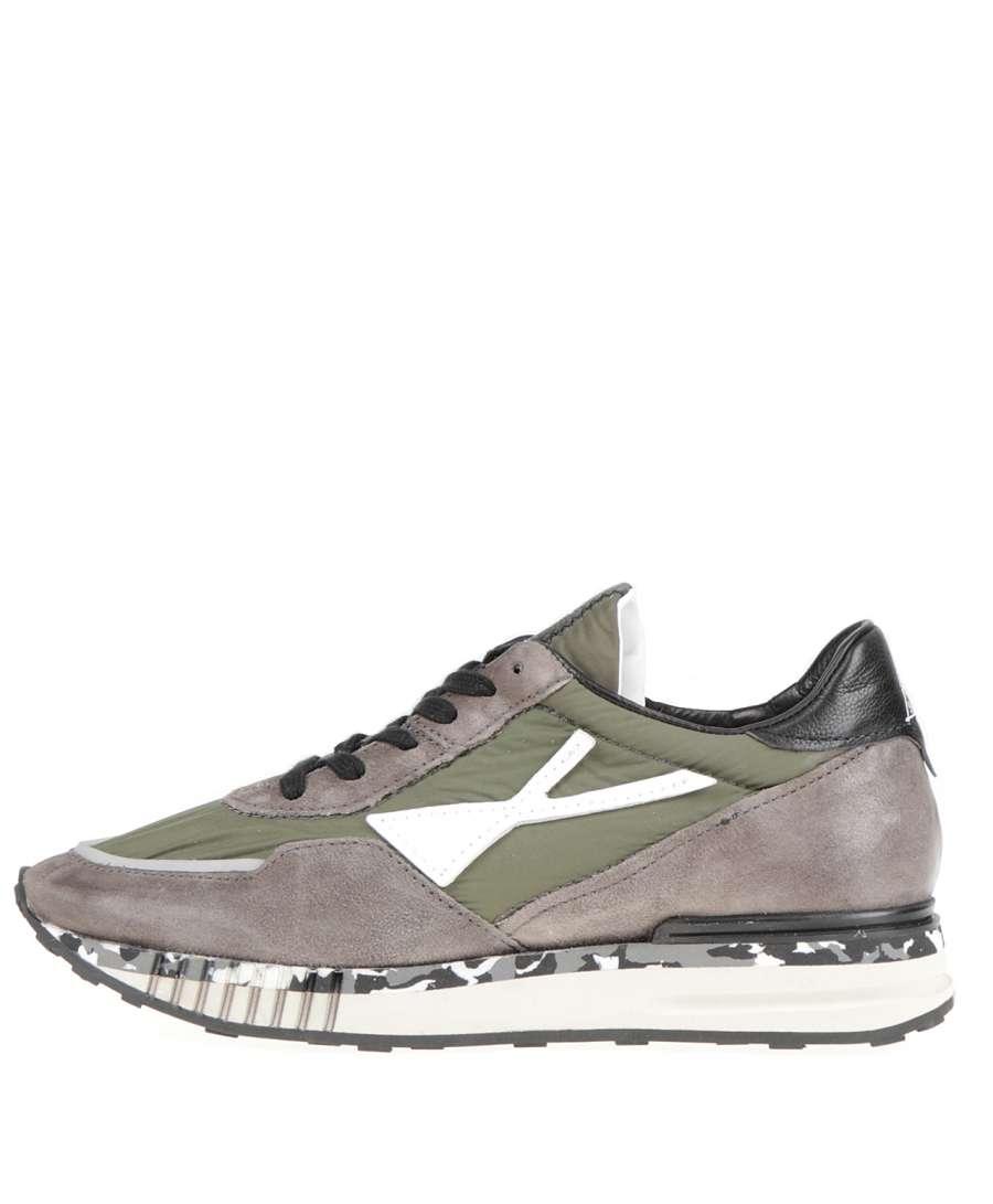 Sneaker fango