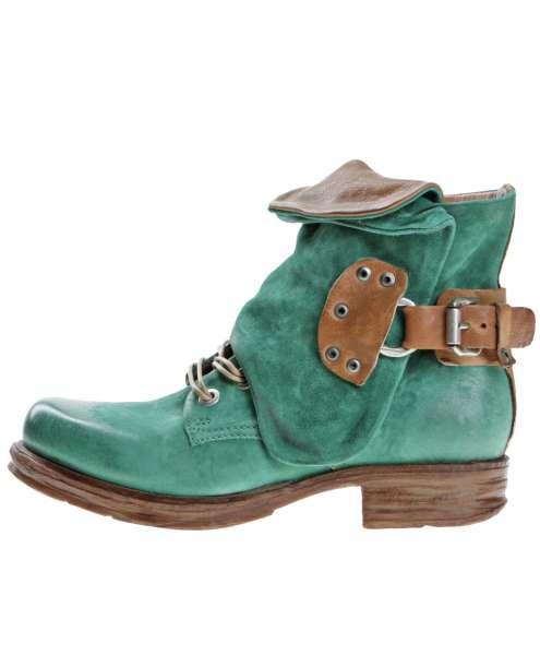 Cuffed boots emerald