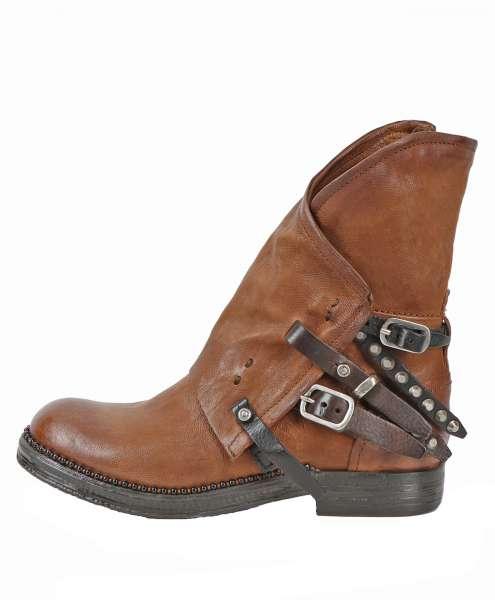 Asymmetric boots calvados