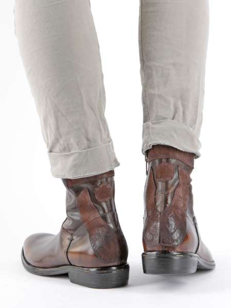 Boots tiger