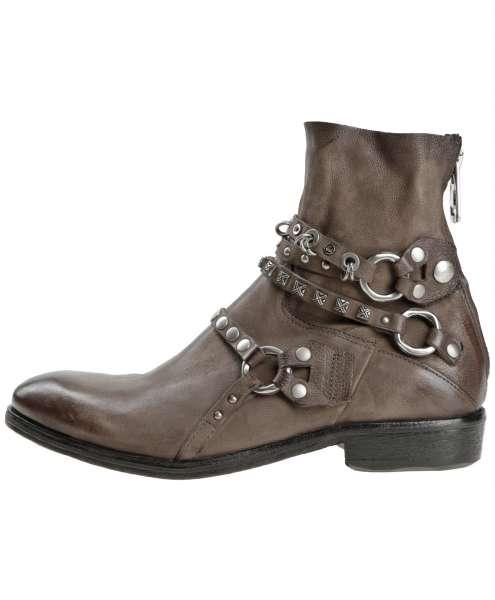 Studded boots fango