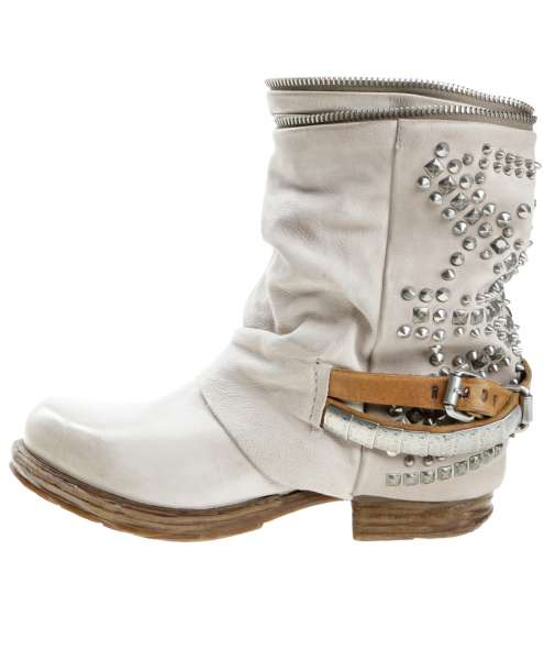 Studded boots dust