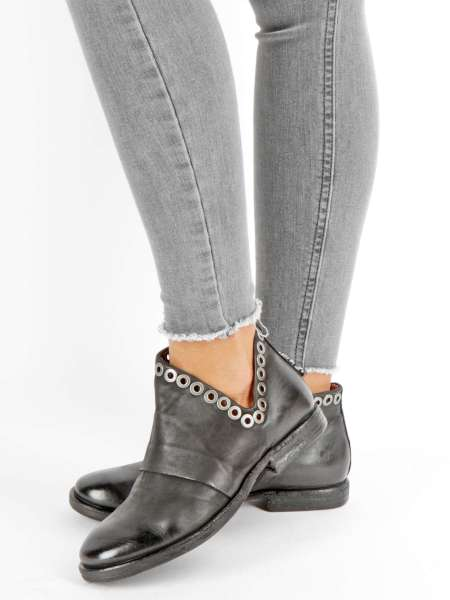 Cut-out Ankle Boots nero