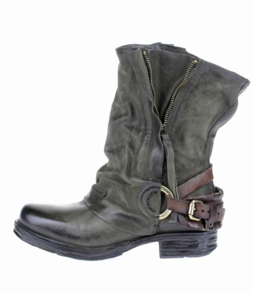 Cuffed boots bestseller jungle