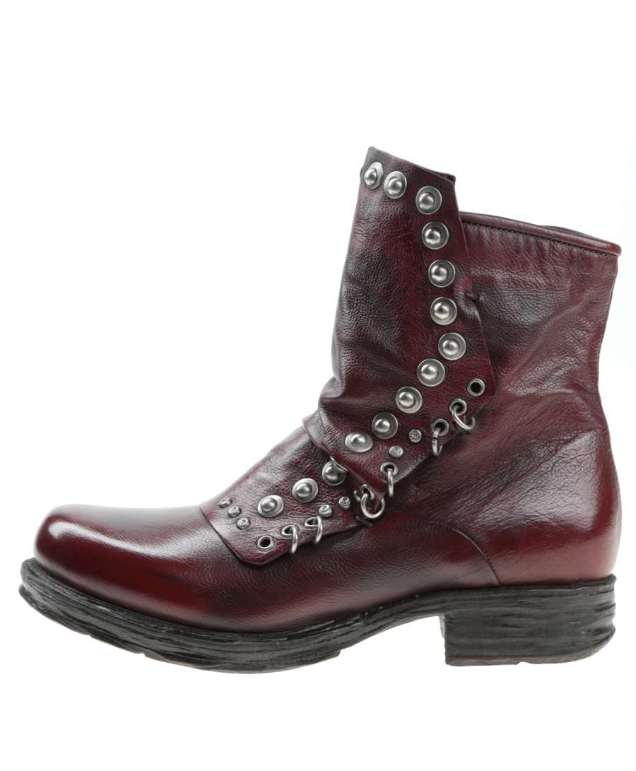 Studded boots sequoia