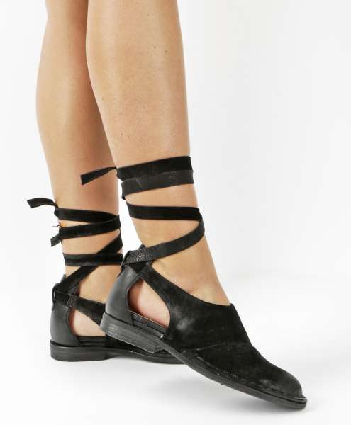 Cut-out Halbschuh nero