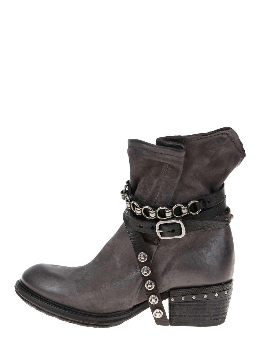 Studded boots nebbia