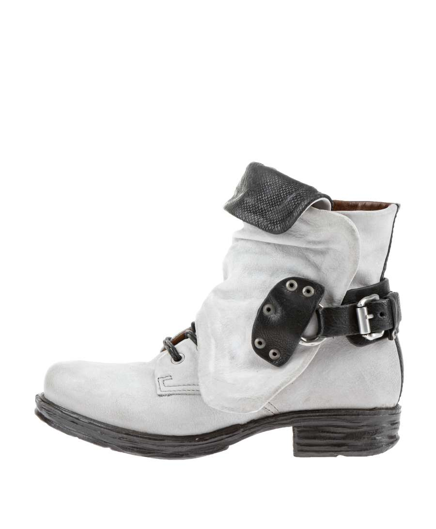 Cuffed boots artic