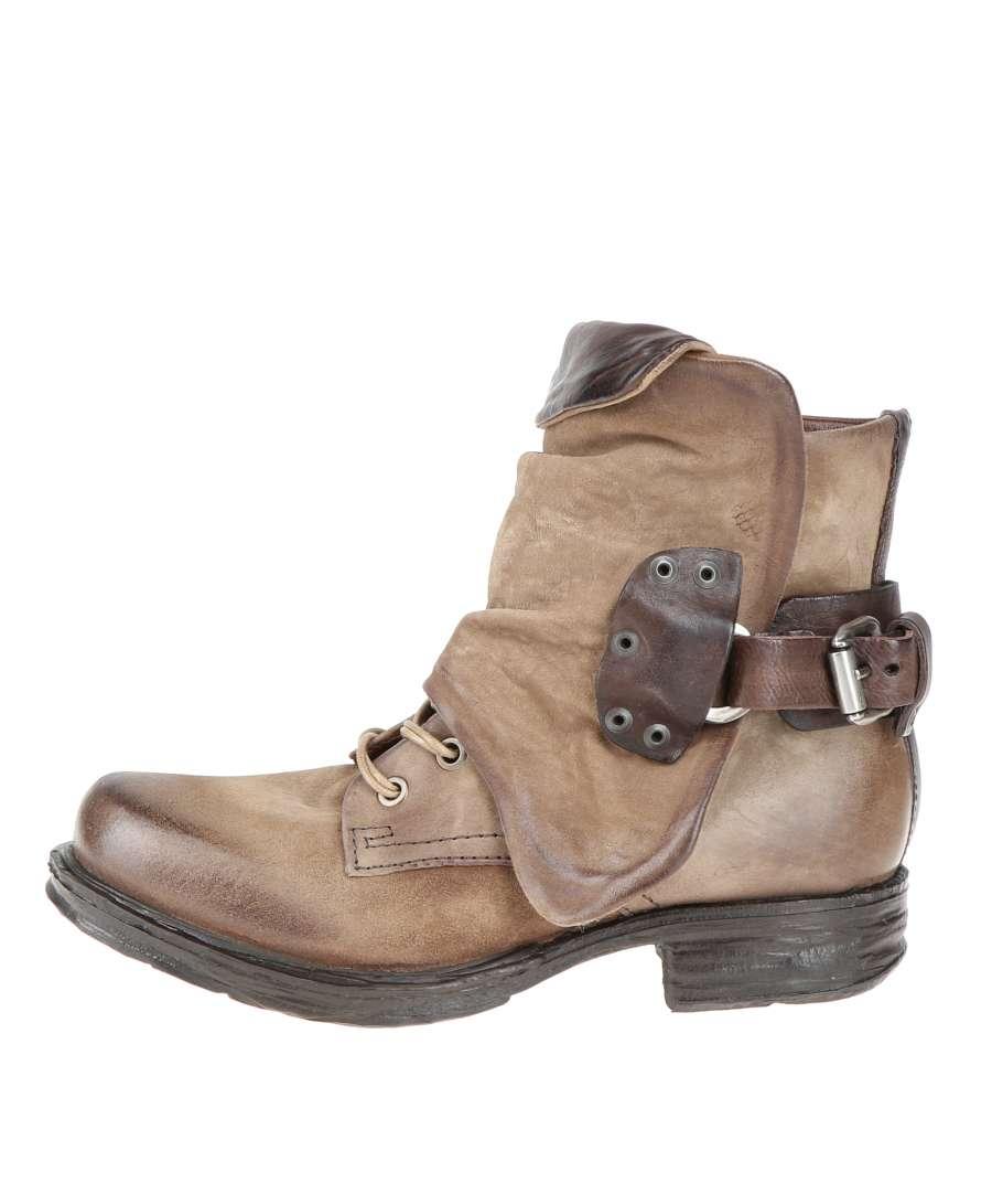 Cuffed boots carton