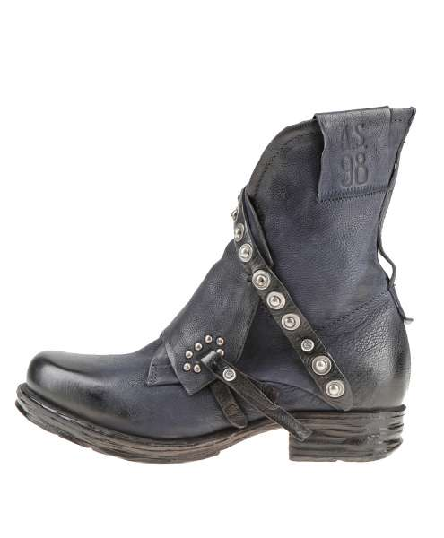 Cuffed boots tornado
